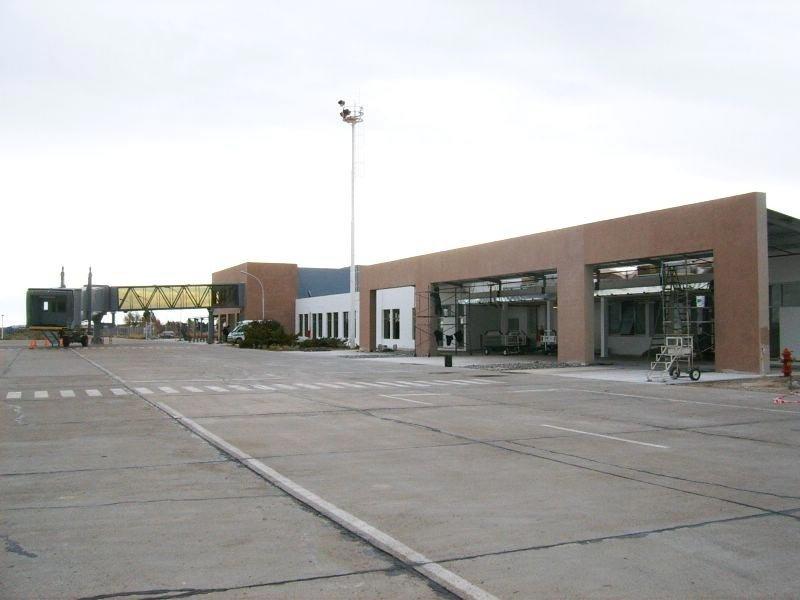 Firman contrato por US$ 18,7 millones para repavimentar aeropuerto de Trelew