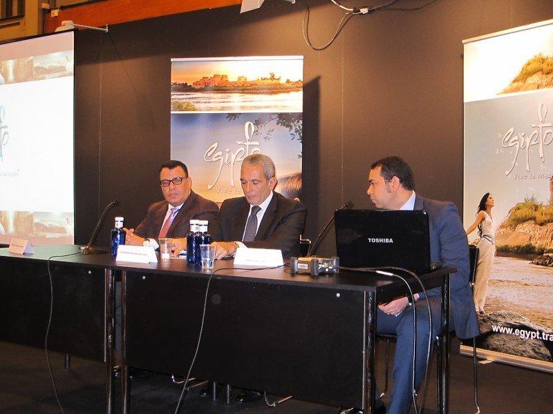Samy Mahmoud, presidente de la Autoridad Egipcia de Turismo, y el embajador de este país en España, Ahmed Ismail.