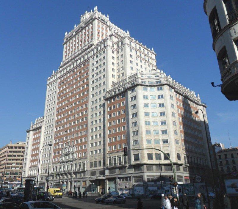 Las inversiones chinas en el extranjero superarán los 4.300 M € este año, cinco veces más que en 2014. En la imagen, el Edificio España, comprado por el magnate Wang Jianlin por 265 M.
