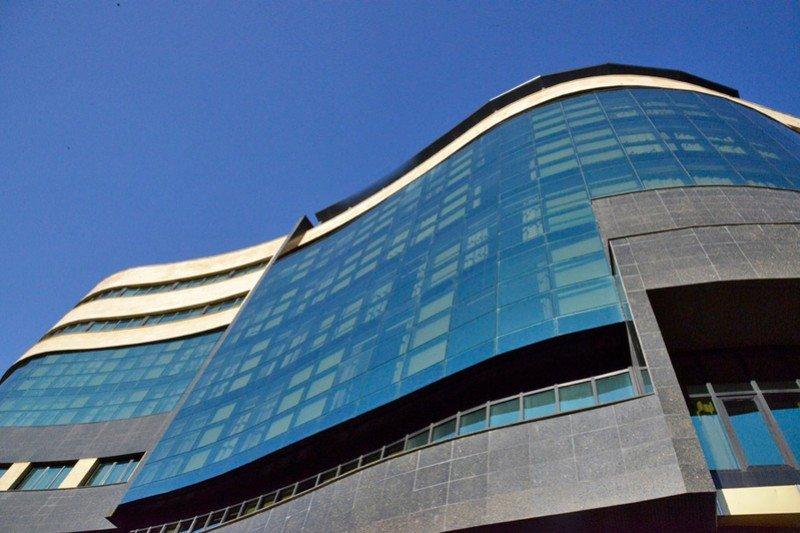 El Exe Oviedo Centro ocupa un edificio de moderna arquitectura con 118 habitaciones.