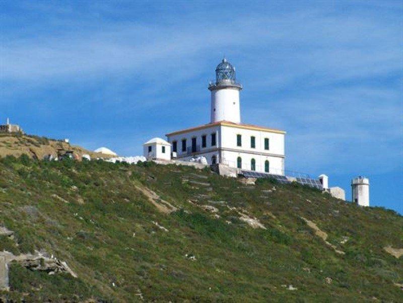 Proyectos para dar uso hotelero a tres faros en Galicia y Levante