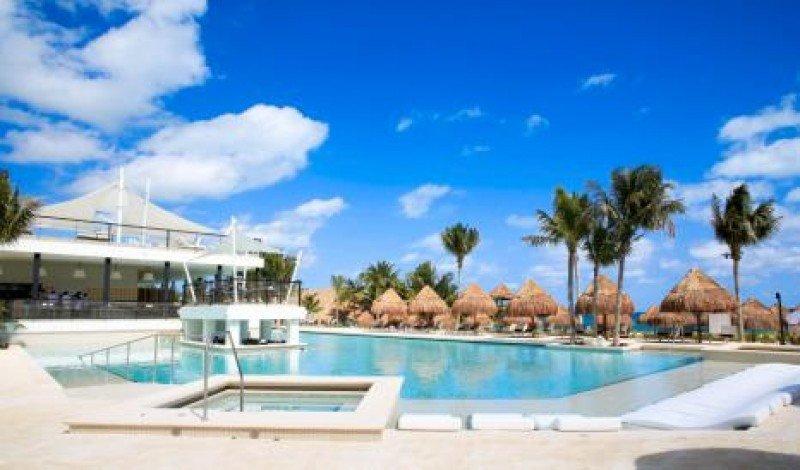 Una de las 10 piscinas con las que cuenta el Finest Playa Mujeres, además de una infantil y otra para bebés.