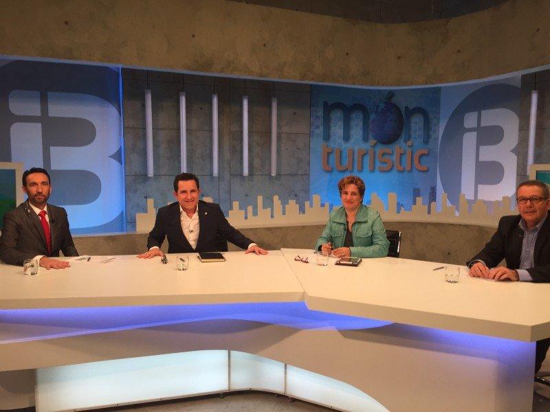 Manuel Molina, Víctor Mayans, Esther Mascaró y Pere Pons, en la tertulia del martes.