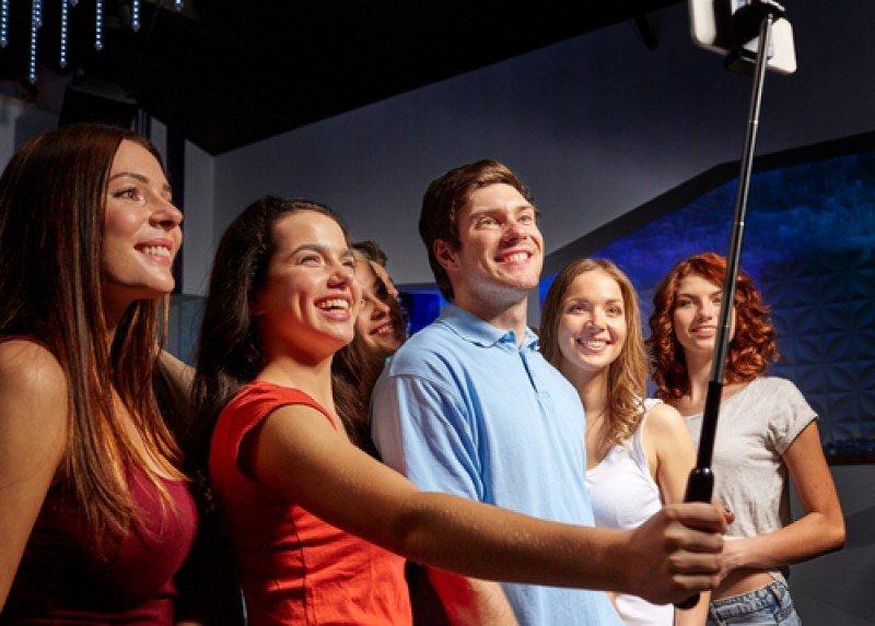 Los museos prohíben el palo para tomar selfies. #shu#