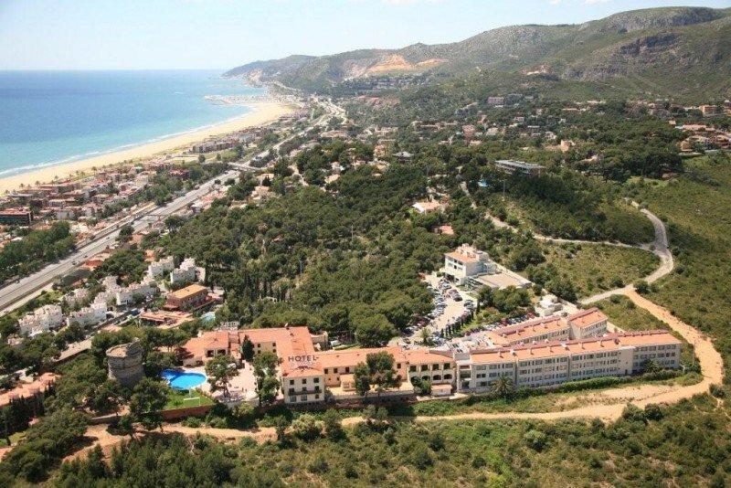 El Gran Hotel Rey Don Jaime dispone de 220 habitaciones, 20 salas de reuniones y Palacio de Congresos con auditorio.