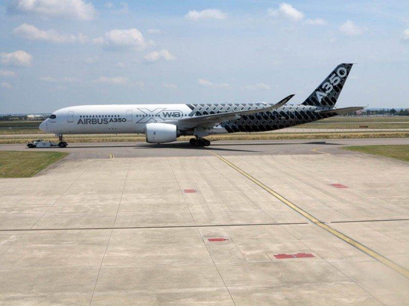 Videonoticia: por primera vez aterriza en España el Airbus A350 XWB, la apuesta de Iberia