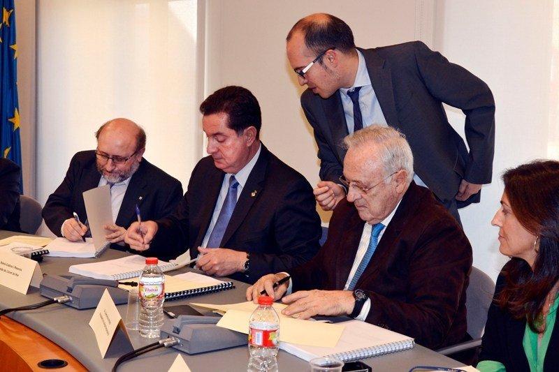 Firma del plan de reconversión de Lloret de Mar, el pasado 18 de febrero.