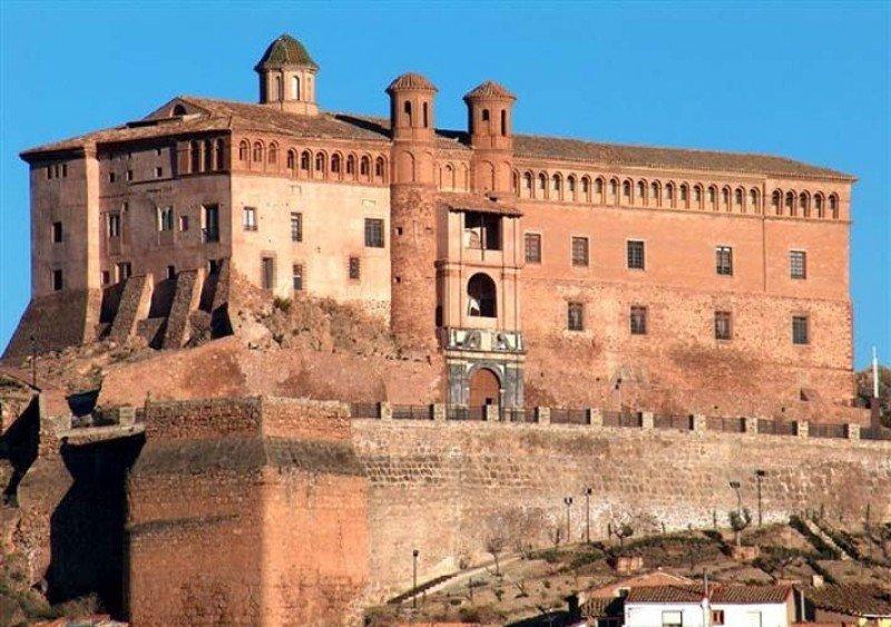 El Castillo del Papa Luna, en Illueca (Zaragoza), es una de las cinco hospederías que integran la red de Aragón.