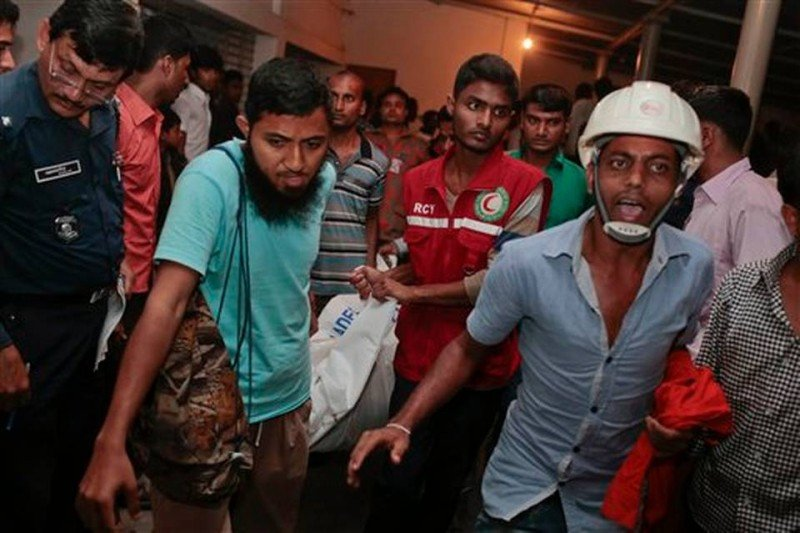 Al menos 69 muertos en el naufragio de un ferry en Bangladesh