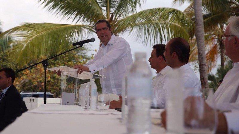 Francisco Javier García, ministro de Turismo mientras pronuncia su discurso a los presentes.