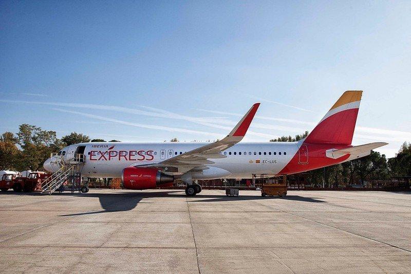 Iberia Express amplía su oferta un 78% en la ruta Ibiza-Madrid este verano