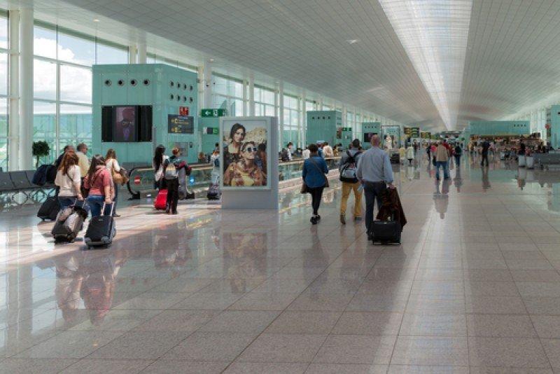 Pasajeros en el aeropuerto de Barcelona. #shu#