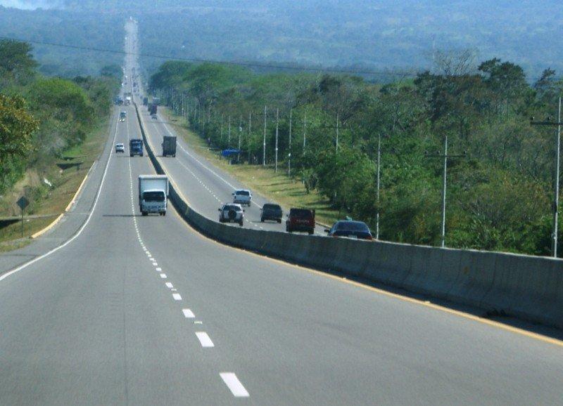 Se rehabilitación la carretera entre San Pedro Sula y Tela. (Foto ilustrativa)