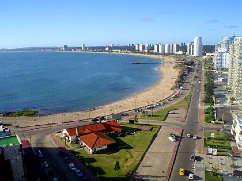 Sede de la Liga de Fomento de Punta del Este, en la parada 1 de la Playa Mansa.