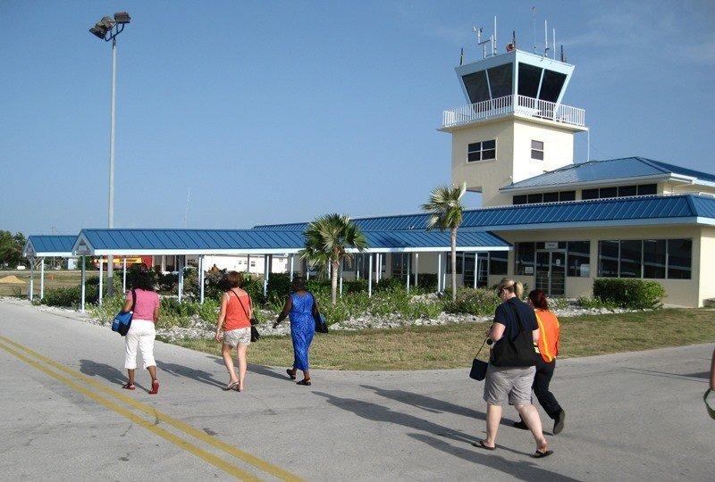 Islas Caimán amplía aeropuerto internacional para incentivar turismo