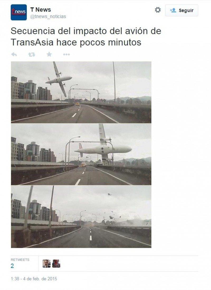 El avión impactó contra el puente del río Keelung, en Taipéi.
