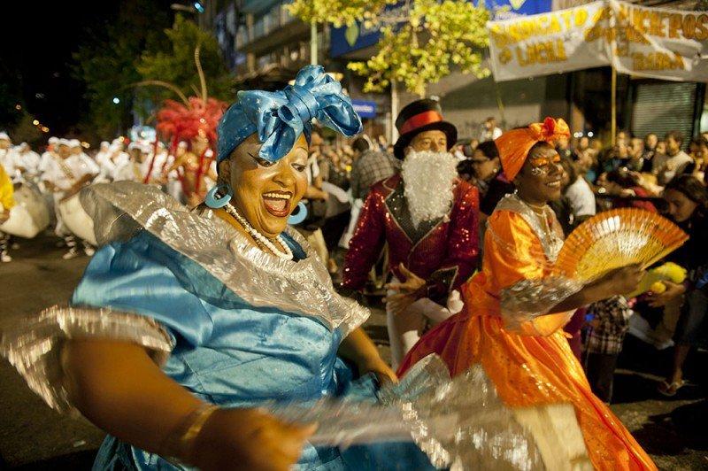 Los espectáculos de Carnaval son el principal atractivo de Montevideo en febrero.