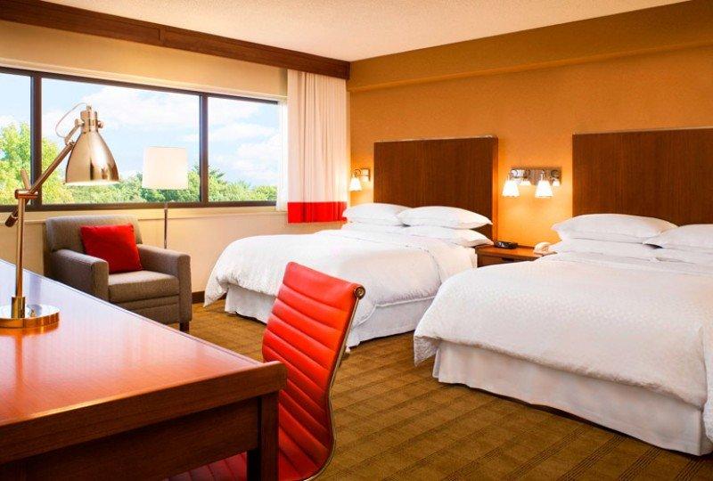 El hotel cuenta con 119 habitaciones y genera 250 empleos directos e indirectos.