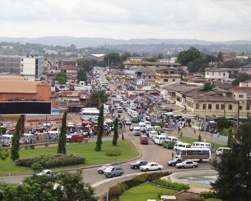 Ghana cuenta con una floreciente clase media, estabilidad política, espléndidas playas, selva tropical y una rica Historia. En la imagen Accra, su capital.