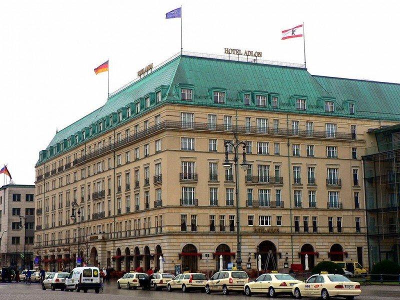 El director del hotel Adlon Kempinski Berlín, Emile Bootsma, presente en la mesa redonda, señaló la importancia de 'reinventarse constantemente para atraer a los distintos segmentos de demanda'.