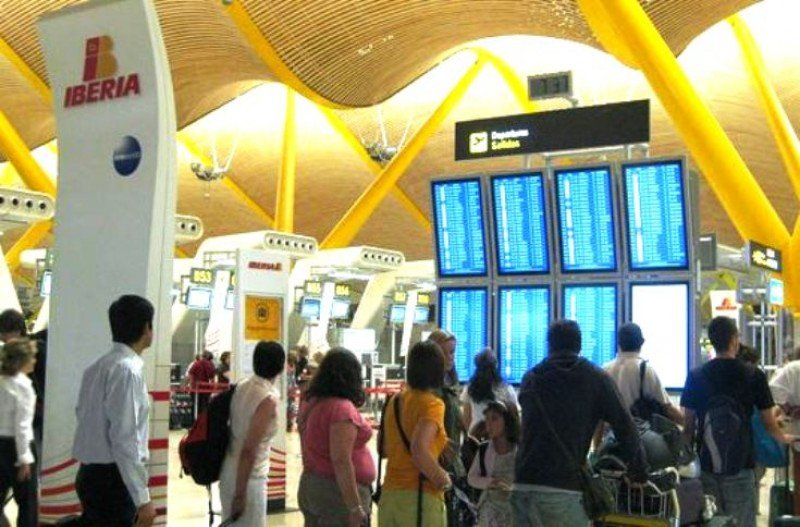 El tráfico aéreo doméstico registra un repunte de un 6,2% en febrero. El Aeropuerto de Madrid-Barajas presenta una importante recuperación.