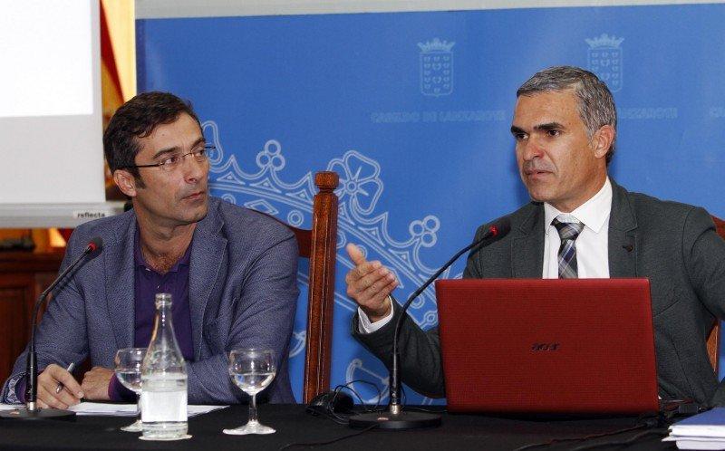 El director gerente de Turismo Lanzarote, Héctor Fernández,  y el presidente del Cabildo de Lanzarote, Pedro San Ginés.