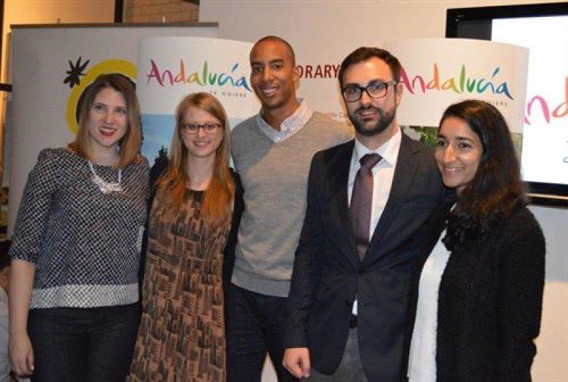 Ruiz Araujo con representantes de la Young Travel Professionals (YTP).