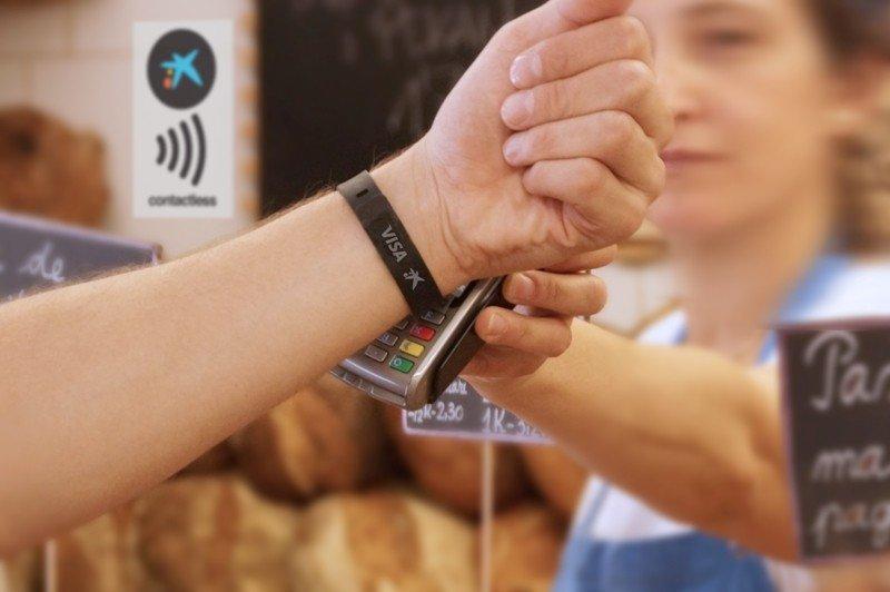 La pulsera Visa permite realizar pagos electrónicos sin necesidad de llevar la tarjeta de crédito encima.