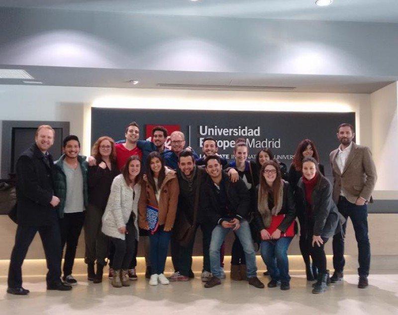 Los estudiantes del Máster Universitario en Dirección y Gestión Hotelera Internacional de la Universidad Europea de Madrid, junto a David Mora.