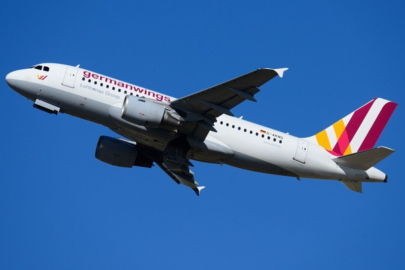 Un avión de Germanwings se estrella en los Alpes franceses