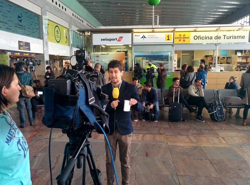 Muchos medios en el aeropuerto de El Prat.