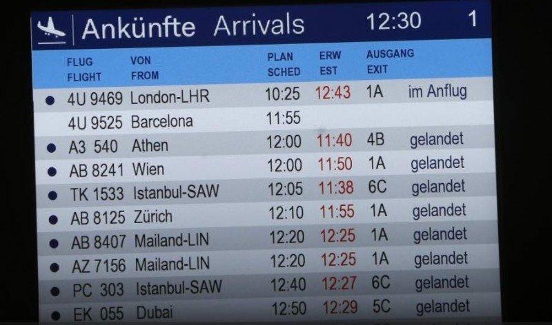 Panel de llegadas del aeropuerto de Düsseldorf.
