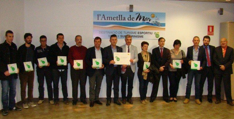 Entrega de acreditaciones a las empresas de l'Ametlla de Mar especializadas en turismo deportivo.