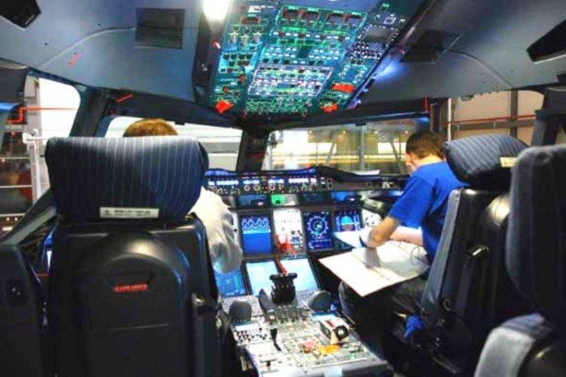 Aerolíneas adoptan la 'regla de dos' en la cabina tras el siniestro de Germanwings