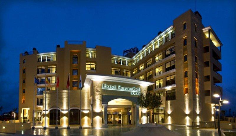 El hotel Serena Golf pasa a llamarse Senator Mar Menor.