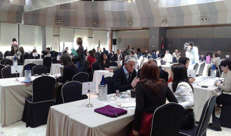 Encuentro entre compradores y vendedores en el Iberian MICE Forum.