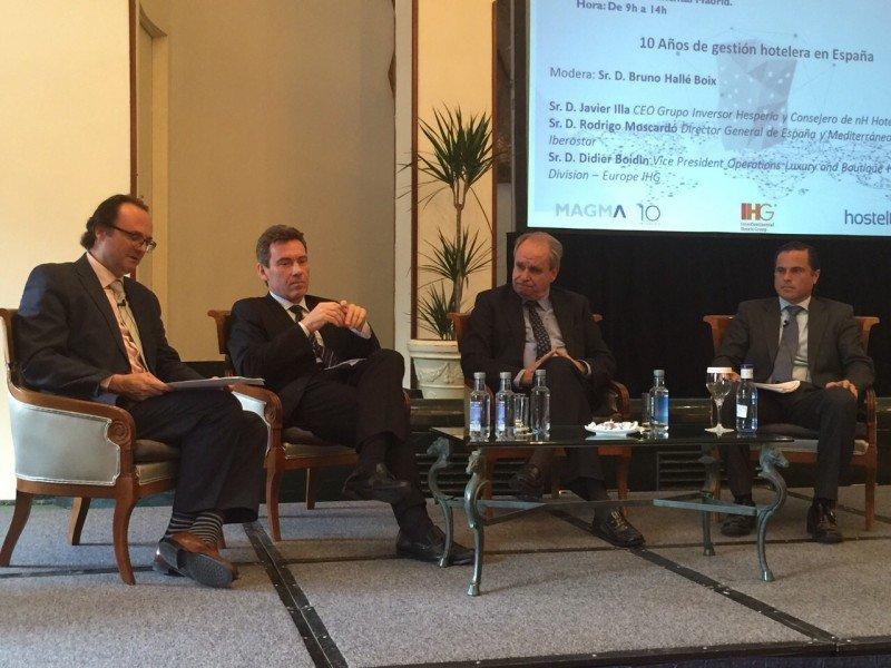 De izq. a dcha, Bruno Hallé, de Magma HC; Didier Boidin, de IHG; Javier Illa, del Grupo Inversor Hesperia; y Rodrigo Moscardó, de Iberostar.