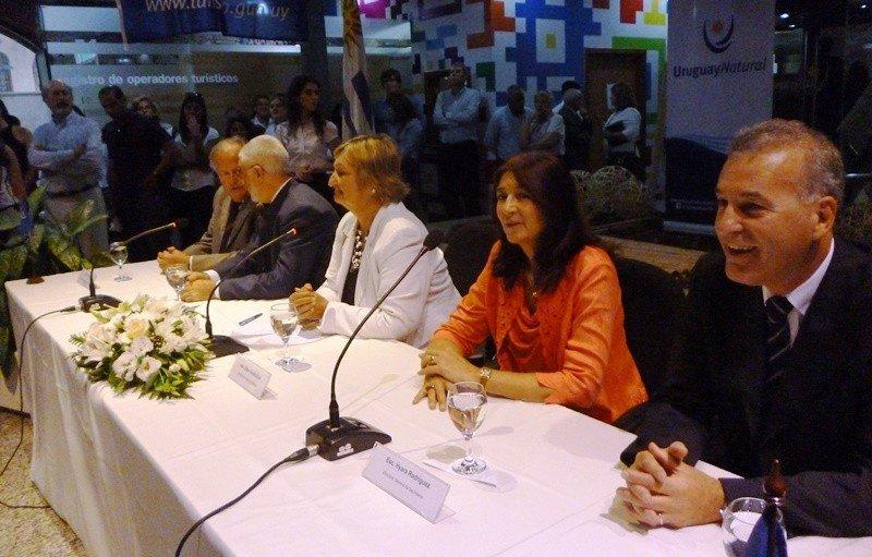 Carlos Fagetti (der.) fue presentado como director nacional de Turismo.