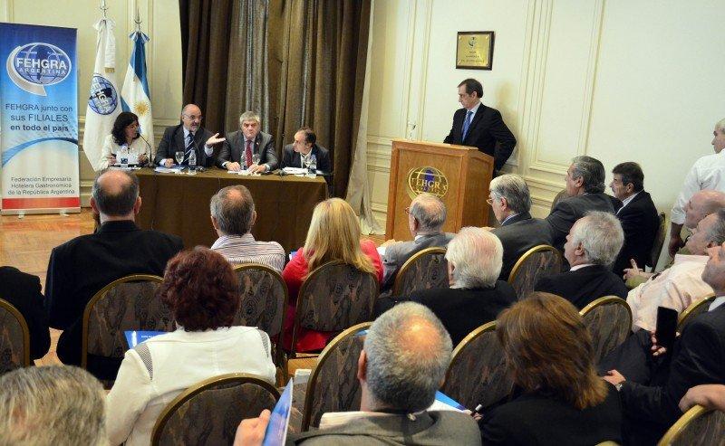 El ministro de Trabajo disertó frente a empresarios hoteleros y gastronómicos de Argentina.