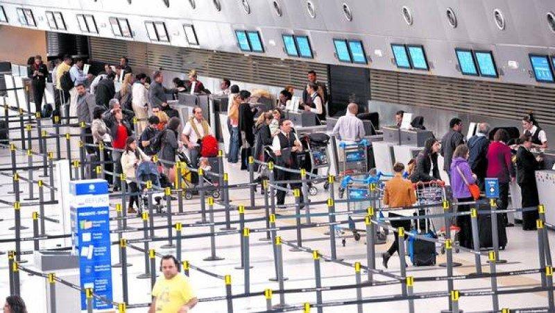 Argentina: los viajes al exterior aumentan y la balanza de enero se inclina a favor