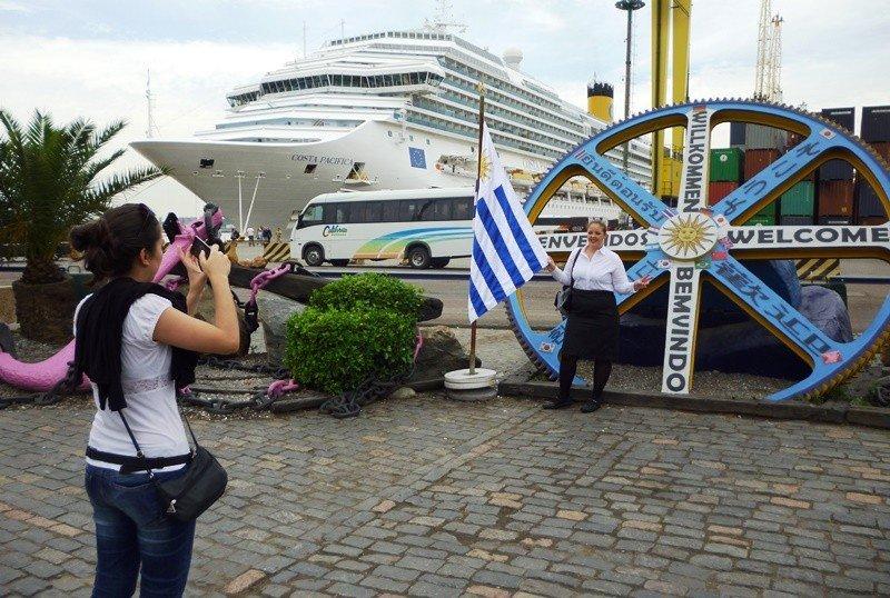 Pasajeros de cruceros en el Puerto de Montevideo.