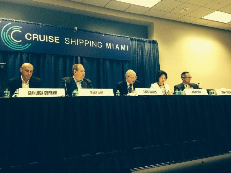 Conferencia en la jornada inaugural de Cruise Shipping Miami 2015.