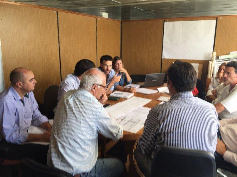 Equipo de La Rural reunido este jueves en Punta del Este con jerarcas de la Intendencia de Maldonado y la Corporación Nacional para el Desarrollo. Foto: Intendencia de Maldonado