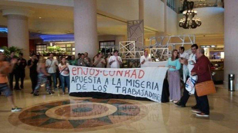 Trabajadores del Conrad se manifestaron esta semana en el lobby del cinco estrellas.