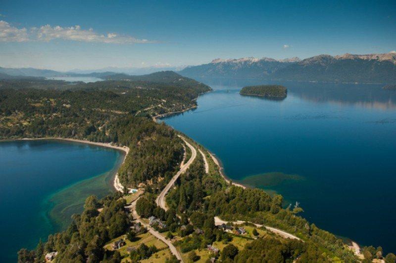 Desde la CAT destacan el buen desempeño de destinos en todo el país. En la foto, La Angostura, Neuquén. #shu#