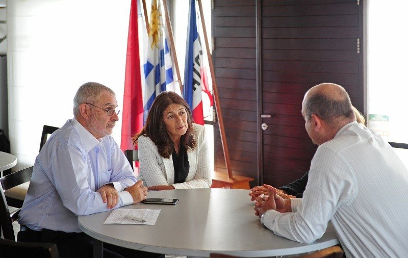 Benjamín Liberoff y Hyara Rodríguez se reunieron con empresarios turísticos en Punta del Este para escuchar sus reclamos y puntos de vista. Foto: Presidencia.
