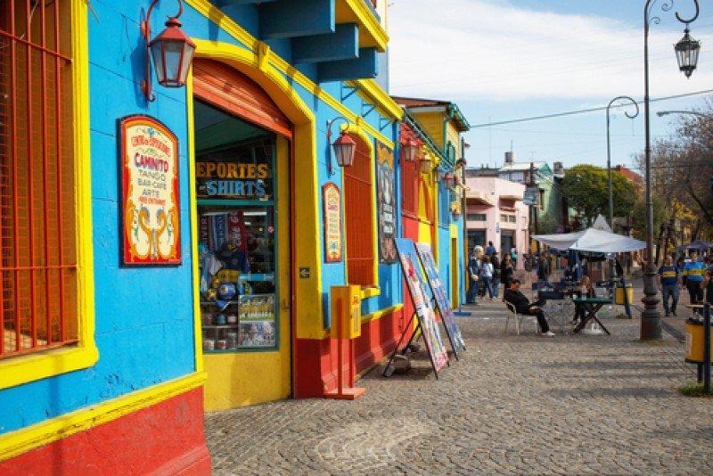 La calle Caminito, en La Boca, uno de los paseos más pintorescos de Buenos Aires. #shu#