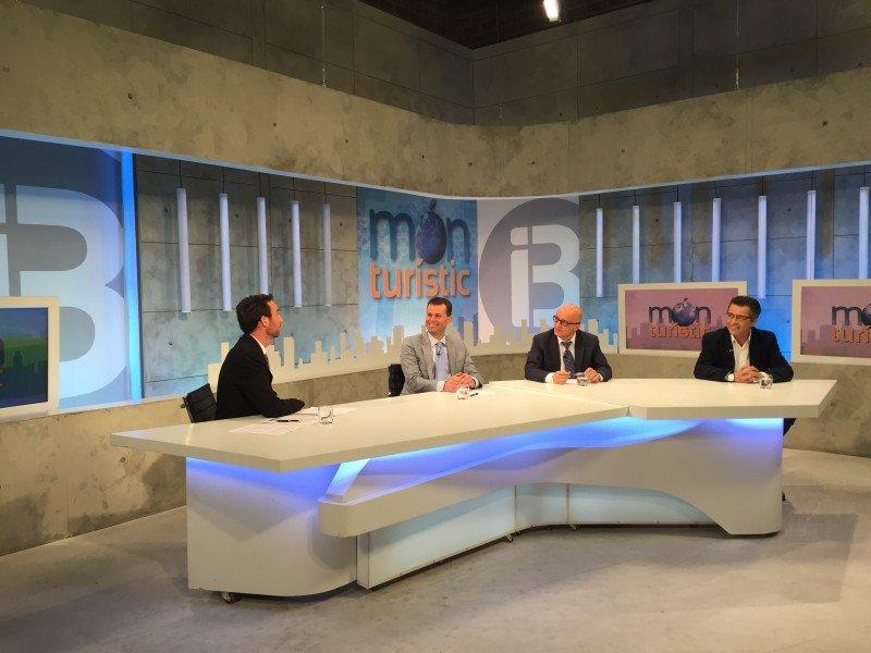 Los déficits de conectividad aérea en Baleares, tema de debate en Món Turístic