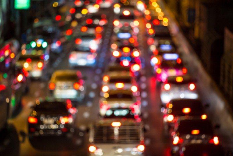La DGT recomienda planificar los viajes y evitar las horas de tráfico intenso. #shu#