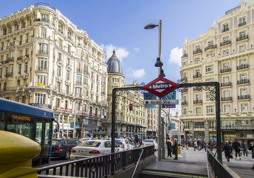 La mitad de los turistas que recibe Madrid son españoles. #shu#